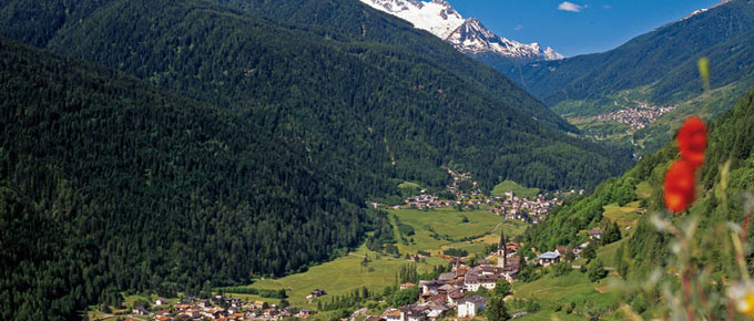 Panorama dallalto della Val di Sole 