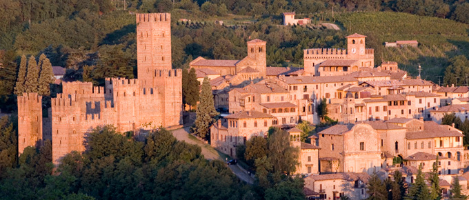 Il borgo di CastellArquato con la Rocca Viscontea